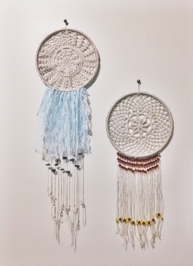 How To Decorate A Long Living Room With Windows: DIY Dreamcatcher Tutorial